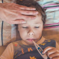 Niño-fiebre-COVID-Pediatras